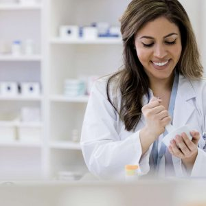 3 Benefits of Choosing a Compounding Pharmacy